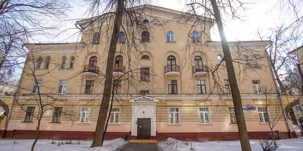 Крышу дома в стиле сталинский неоклассицизм отремонтируют на улице Маршала Конева
