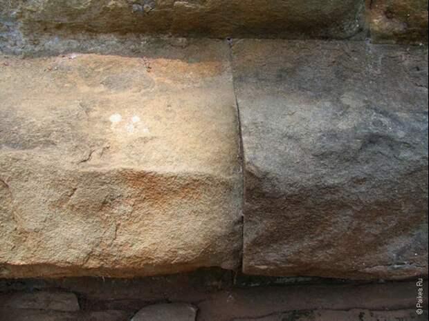 Камни нижнего уровня пирамиды точно подогнаны. Источник https://i0.wp.com/paikea.ru/wp-content/uploads/2016/11/IMG_031938.jpg