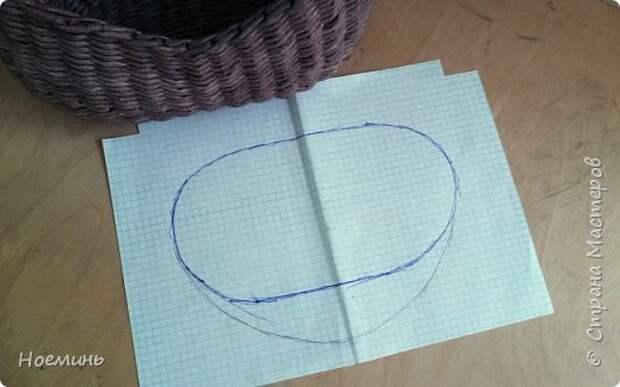 Вдохновившись работами Ольги Рыжковой(огромное ей спасибо за советы и секреты) , проштудировав все комментарии в контактах к ее сумочкам ,решила и я сделать себе подарок. Небольшой фото отчет о том, как это было. Добавлю еще, у меня ушло около 450 трубочек(полоса 7 см,спица 1,2мм.) высота сумочки с крышкой где-то 17 см. фото 15