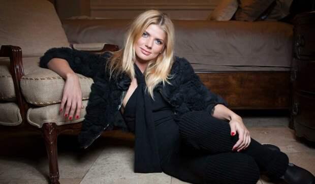 Стала мамой: 55-летняя певица Анастасия рассказала о родах после развода с Юлианом