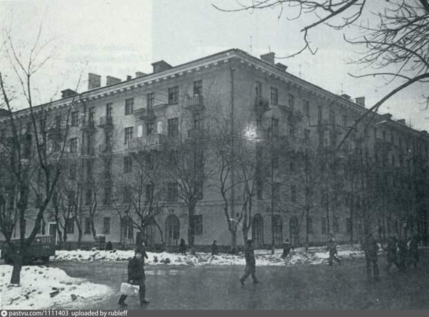 Фото дня: улица Рудневой в конце 70-х годов прошлого века