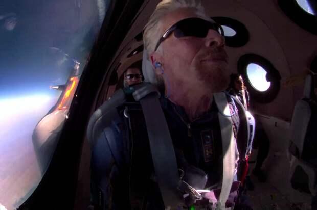 Маск и Безос поздравили Брэнсона с успешным полётом к границе космоса