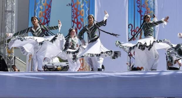 Таджикистан празднует День национального единства