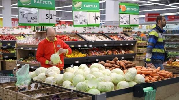 Росстат: вареная колбаса, чай, рис, морковь и капуста подешевели в России