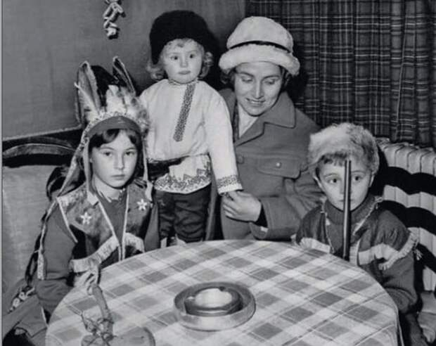 Симона Шанжё с детьми: Надин, Пьером и Мариной.