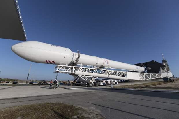Казахстан предпочел запустить спутники на американской ракете Falcon 9