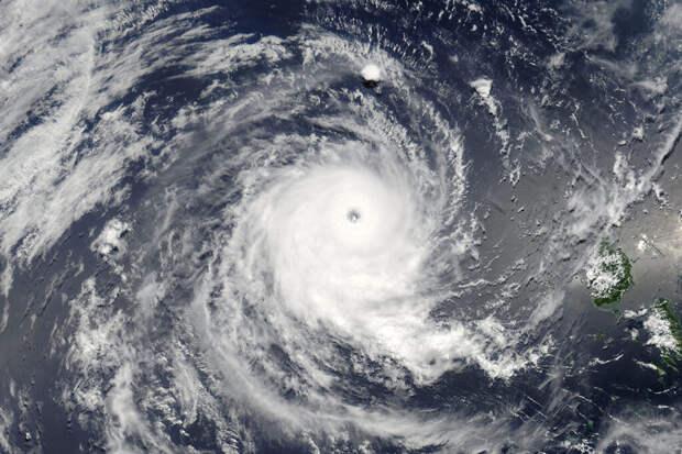 Из огня да в шквал: после жары в Волгоградскую область наведался ураган