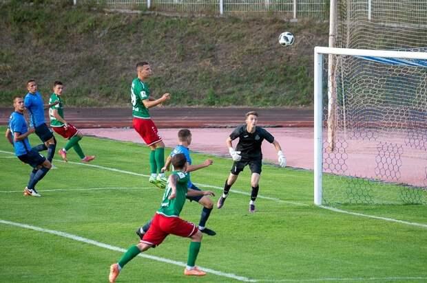 Футбольный клуб «Зенит-Ижевск» проиграл пермской «Звезде» со счётом 0:4