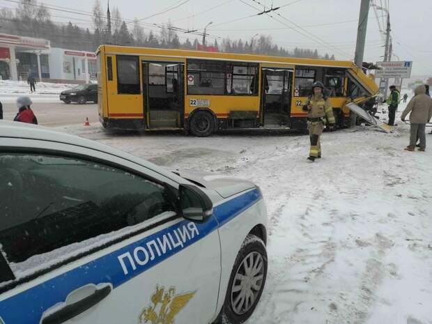Прокуратура в Ижевске начала проверку после ДТП с автобусом
