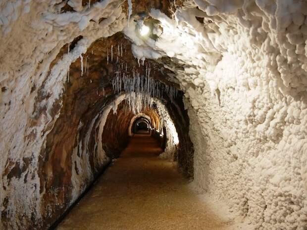 Соляная гора Salins de Cardona – один из главных памятников природы Пиренеев