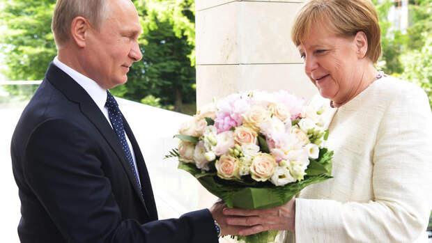 Зачем приезжала Меркель и зачем приехал Макрон