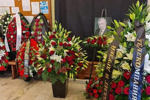 Инфекция повсюду: гроб с умершим от коронавируса Борисовым оставили открытым