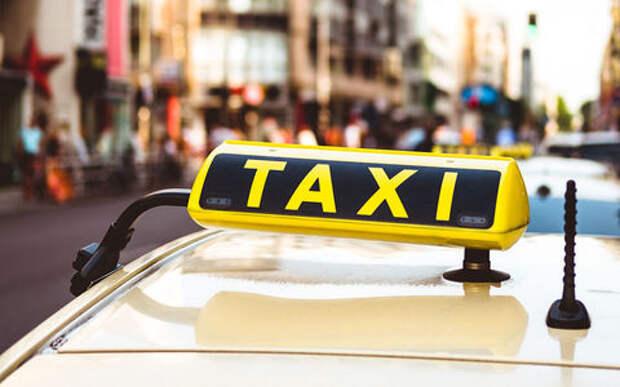 Слишком много вопросов! Таксист высадил пассажирку с двухлетним ребенком