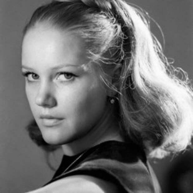 Первая соблазнительница советского кино Елена Проклова в рассвете своей девичьей красы.