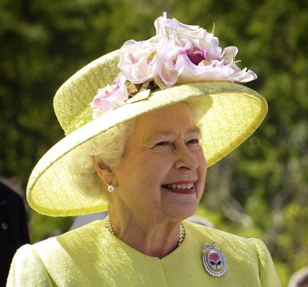 Королева Елизавета II запустила собственное производство джина
