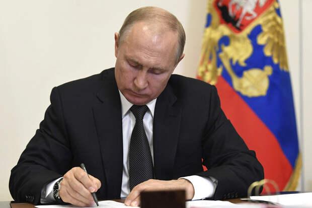 Путин продлил ответные санкции против западных стран