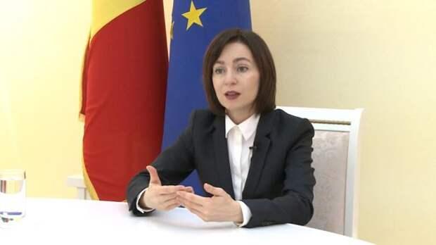 Экс-премьер Молдавии жалуется, что заней следит полиция