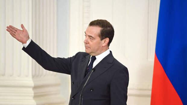 Медведев предложил создать единый реестр вакансий для потерявших работу