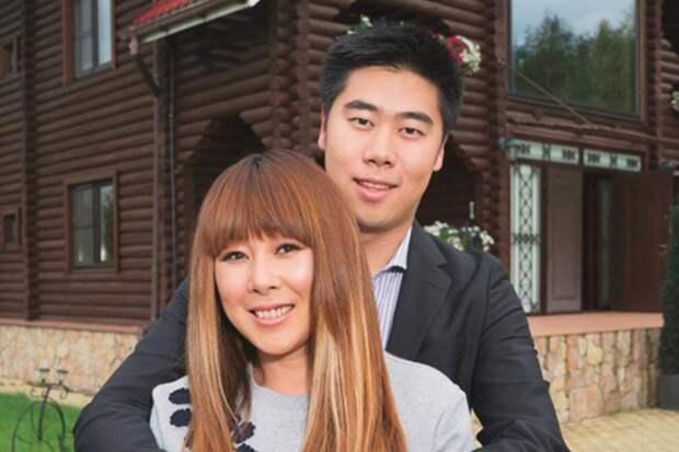 Сын Аниты Цой устроил переполох сообщением о критическом состоянии певицы