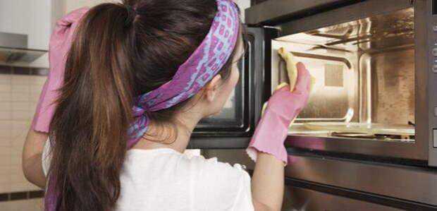 Как отмыть грязную духовку.