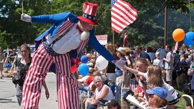 Вялый экономический рост, огромные долги, хроническая безработица: Прогноз американского идеолога
