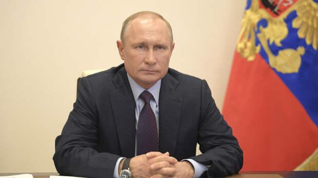 Путин призвал развернуть вакцинацию по всей стране