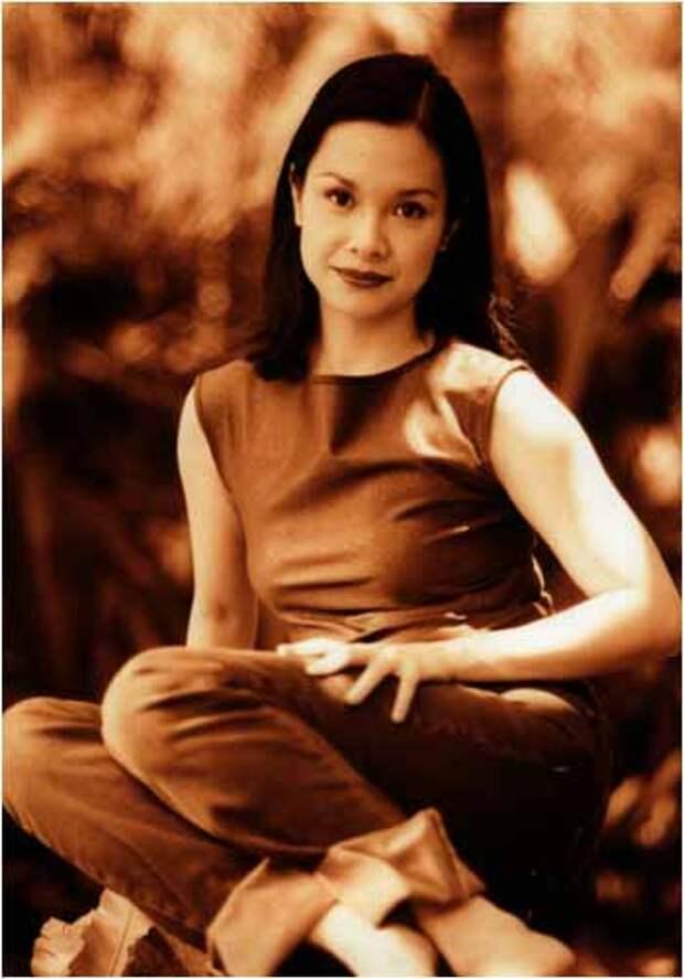 Леа Салонга. Сладкоголосая принцесса из 90-ых.
