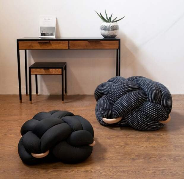 декоративные подушки из атласа