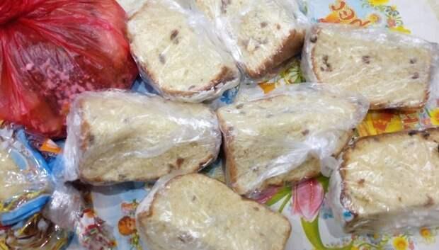 Волонтеры раздали сладости малоимущим и бездомным в Екатерининском сквере