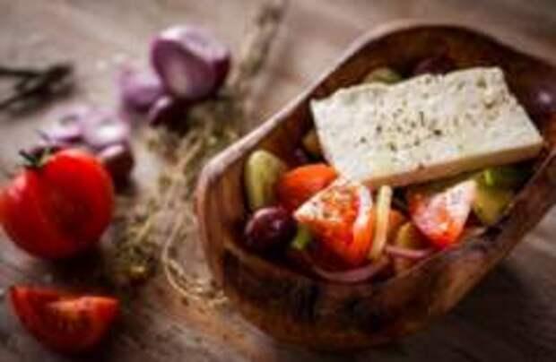 В Molon Lave отметят День греческого салата