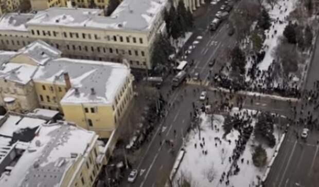 Волгоградец показал несанкционированный митинг свысоты