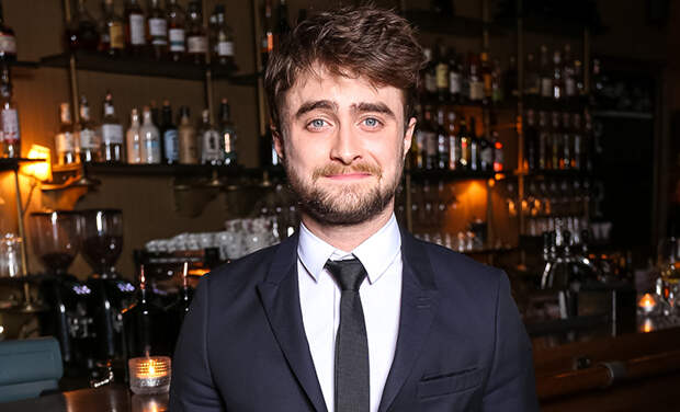 """""""Гарри Поттер"""" и карантин: Дэниел Рэдклифф, Дэвид Бекхэм и другие звезды читают книгу Джоан Роулинг онлайн"""