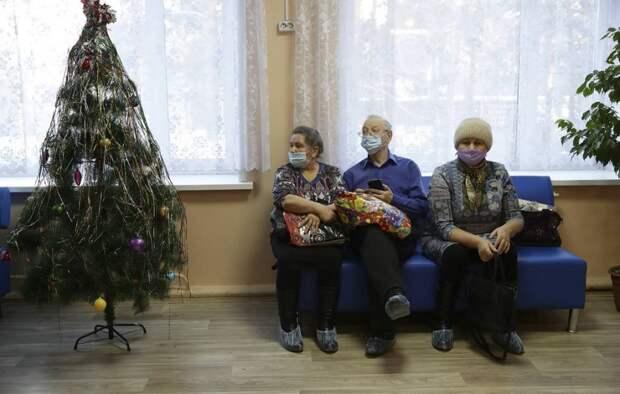 Москвичи старше 60 лет с 28 декабря смогут сделать прививку от COVID-19