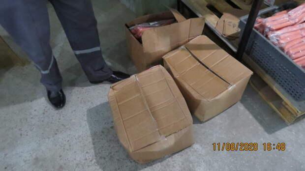 В магазины и санатории Севастополя чуть не попали полтонны просроченных продуктов