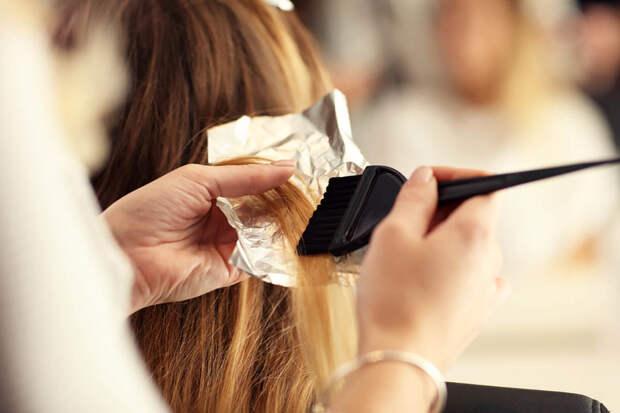 процесс покраски волос