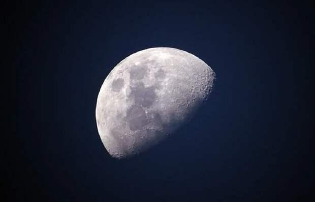 Ученый рассказал, сколько космонавт может прожить на Луне