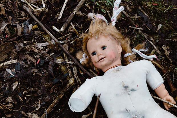 Муж похоронившей кукол россиянки рассказал подробности её обмана