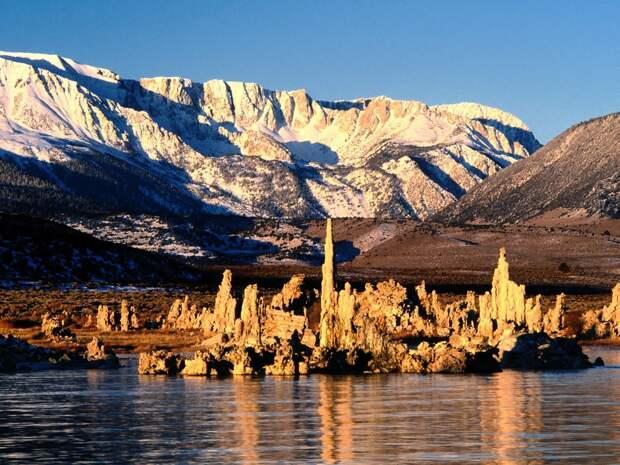 Озеро Моно и его необычайные колоны (США)