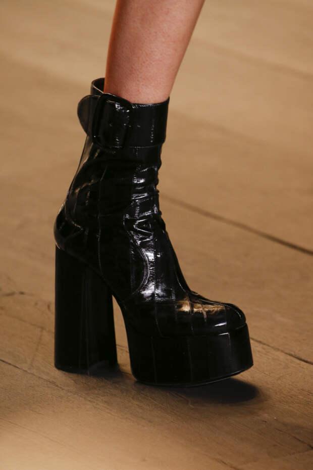 Черные ботинки на платформе и широком каблуке Saint Laurent. Коллекция FW 2018-2019