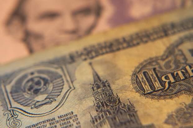Насколько Советский Союз зависел от валютных поступлений и на что он их растратил?