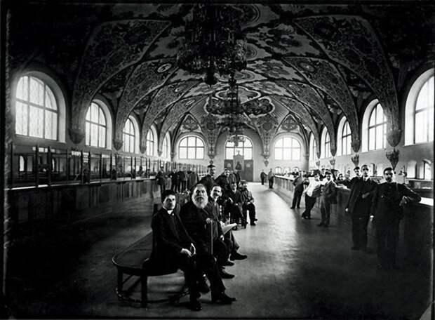 В операционном зале Государственного банка. 1913 г.