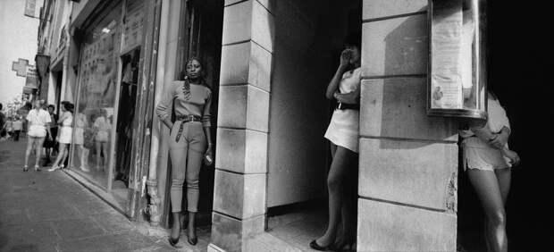 Труженицы секс-индустрии с улицы Сен-Дени. Фотограф Массимо Сормонта 61