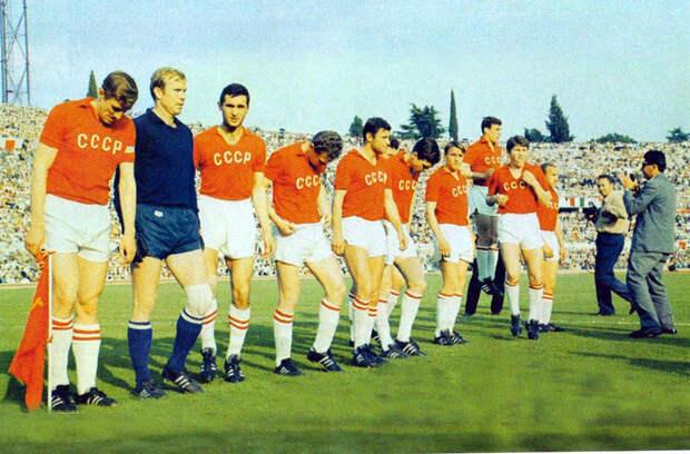 Черчесов одобрил проведение матча в Сочи. Очень важно сэкономить силы и не повторить ошибок, лишивших сборную СССР медалей чемпионата Европы-1968