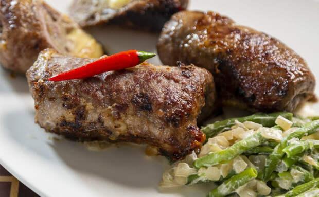 Добавляем в мясные рулетики грибы: начинка дает сок и получается сочнее мяса по-французски