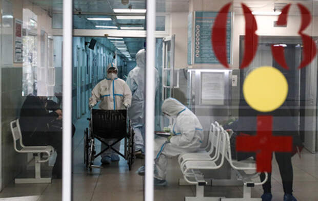 Путин наградил медиков за вклад в борьбу с коронавирусом