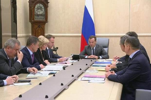 «Хватит болтать»: Медведев наехал на Роскосмос
