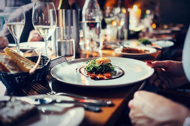 Про походы в рестораны или хотя бы кафе с хорошей, по мнению орловского чиновника, зарплатой придется забыть :(