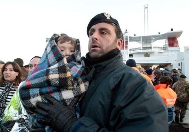 Полицейский из Алтайского края спас двоих детишек, а затем усыновил их