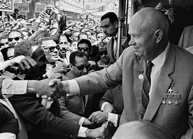 Секретная рюмка, баян Буденного ипатефон: как встречали Новый год лидеры СССР