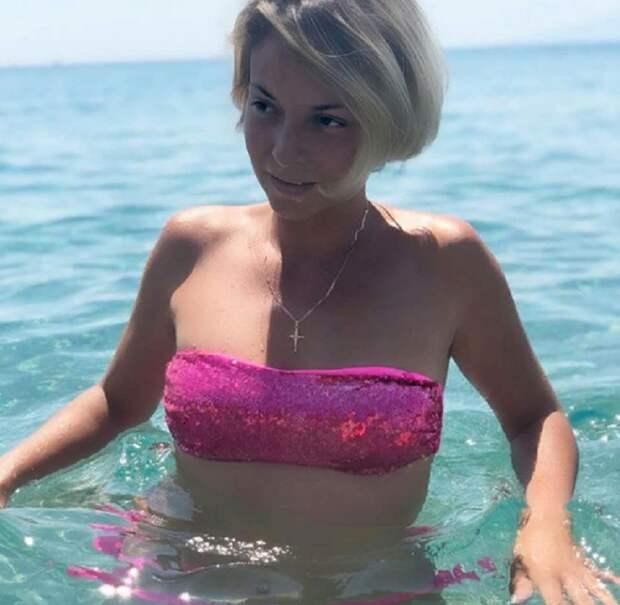 Дарья Сагалова - в изящных купальниках удобнее размышлять о смысле жизни